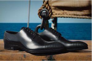 Cận cảnh quy trình sản xuất phức tạp của dòng giày tây Louis Vuitton