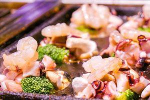 Bánh takoyaki hoàng đế ngập hải sản ở Đài Loan