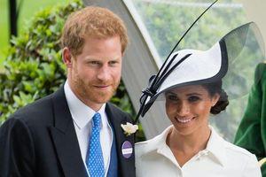 Vợ chồng hoàng tử Harry chào đón con trai đầu lòng