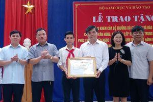 Bộ GD-ĐT tặng bằng khen cho học sinh cứu người đuối nước