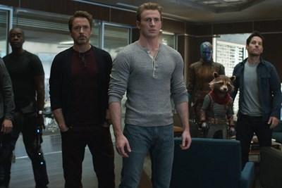 Phim 'Avengers: Endgame' thu hơn 2 tỷ USD sau 12 ngày ra mắt
