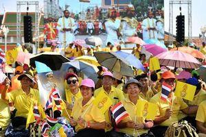 Người Thái đón rước tân vương Maha Vajiralongkorn