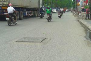 Những 'cái bẫy' giữa đường Hà Nội trực chờ đoạt mạng người tham gia giao thông