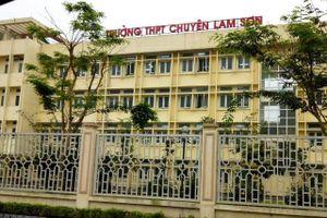 2 học sinh Trường chuyên Lam Sơn nhận danh hiệu 'Vì sự phát triển Thanh Hóa'