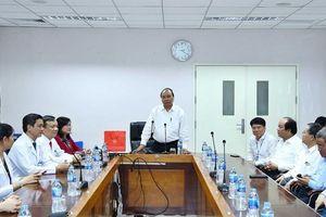 Thủ tướng Nguyễn Xuân Phúc thăm, động viên y, bác sỹ Bệnh viện Đa khoa Đồng Nai