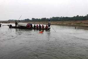 Bốn học sinh lớp 7 chết đuối thương tâm trên sông Mã