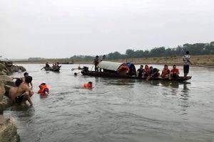 Rủ nhau tắm sông, 4 học sinh đuối nước thương tâm