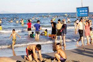 Vụ tắm tráng giữa đường ven biển: Người làm sai xin lỗi người Đà Nẵng!