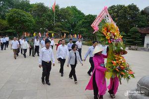 Trưởng Ban Dân vận Trung ương dâng hương, dâng hoa tại Khu di tích Kim Liên