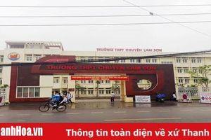 Hai học sinh Trường THPT chuyên Lam Sơn được tặng danh hiệu 'Vì sự phát triển Thanh Hóa'