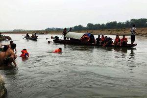 Đi tắm sông, 4 học sinh bị nước cuốn trôi