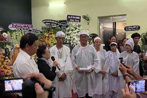 Gia đình nghệ sỹ Lê Bình từ thiện 300 triệu đồng tiền phúng viếng
