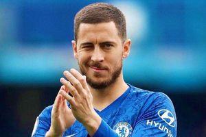 Hazard lắc đầu khi CĐV cầu xin ở lại Chelsea mùa tới