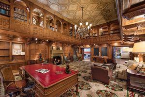 Trong biệt thự 'Bố Già' trị giá 135 triệu USD ở Beverly Hills