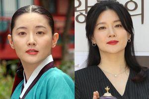 Lee Young Ae gần 50 tuổi vẫn đẹp trẻ trung không kém 16 năm trước