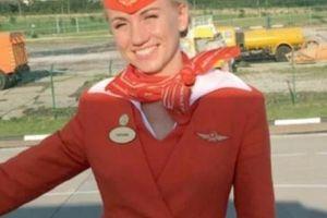 Nữ tiếp viên Nga kể khoảnh khắc 'túm cổ' đẩy hành khách khỏi máy bay bốc cháy