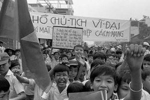 Hình ảnh đặc biệt về Sài Gòn tháng 5.1975: Màu của thống nhất