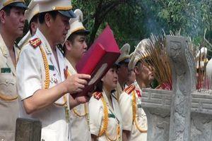 Dòng người xúc động viếng mộ Đại tướng Võ Nguyên Giáp ngày 7-5