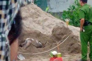 Phát hiện nam thanh niên tử vong trong đống cát ở Hòa Bình