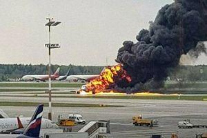 Nghi vấn bất ngờ khiến máy bay Nga lao xuống đường băng bốc cháy dữ dội
