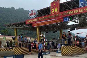 Vừa thu phí, BOT Hòa Lạc - Hòa Bình đã phải xả trạm vì dân phản đối