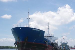 Liên tiếp bắt giữ 2 tàu chở dầu DO lậu trên biển