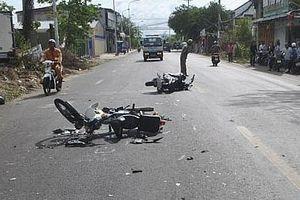 Xe tải tông liên tiếp 3 xe máy, nữ công nhân tử vong