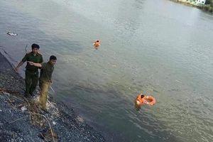 Rủ nhau tắm sông, 3 học sinh mất tích