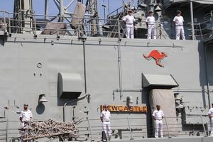 Cận cảnh sức mạnh tàu đổ bộ, tàu hộ vệ tên lửa Australia thăm Việt Nam
