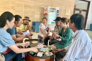 Gia đình nghệ sĩ Lê Bình làm từ thiện gần 300 triệu từ tiền phúng điếu