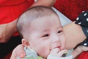 Nghệ An: Bé gái 3 tháng tuổi bị mẹ bỏ rơi ở Trung tâm Y tế