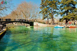 Vẻ đẹp như cổ tích của thị trấn được mệnh danh là 'em gái của Venice'