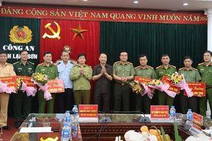 Lạng Sơn: Trao thưởng ban chuyên án bắt giữ 5 đối tượng và 26 bánh heroin