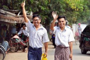 Hai phóng viên Reuters được Myanmar trả tự do