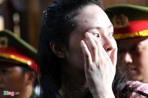 Xuất hiện trước tòa cùng 'người tình ma túy' Văn Kính Dương, Ngọc Miu rơi nước mắt