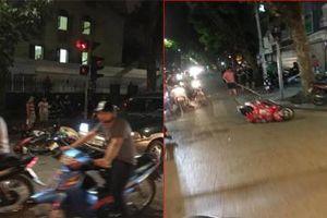 Hà Nội: Ôtô tông hàng loạt xe máy dừng đèn đỏ, 2 người bị thương