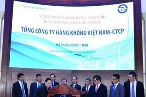 Khai trương phiên giao dịch đầu tiên của cổ phiếu Vietnam Airlines trên HOSE