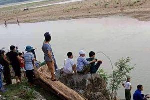 4 học sinh bị đuối nước thương tâm trên Sông Mã