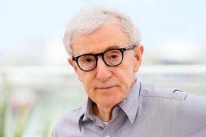 Bị cáo buộc quấy rối con gái nuôi, Woody Allen 'rớt giá' thảm hại