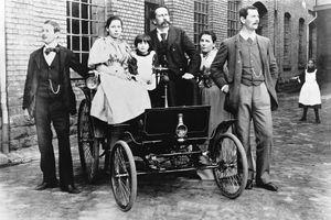 125 năm trước, chiếc xe này đã thống trị thế giới ôtô