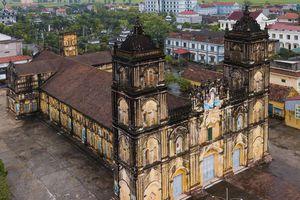 Ngắm vẻ đẹp cổ kính của nhà thờ Bùi Chu trước ngày dự kiến hạ giải