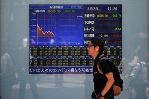 Chứng khoán đỏ lửa, trái phiếu tăng do lo ngại thương mại Mỹ - Trung
