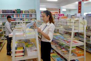 Hướng dẫn xếp lương nhân viên giáo vụ trong trường THPT chuyên