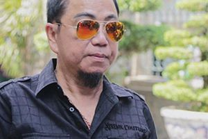 Nghệ sĩ Hồng Tơ bị bắt khi sát phạt cùng 5 con bạc tại quán cà phê