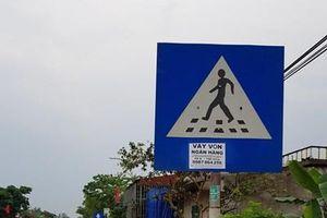 Biển chỉ dẫn giao thông không phải nơi dán quảng cáo