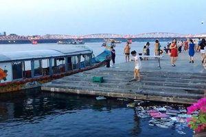 Xử nghiêm thuyền rồng đổ vàng mã xuống sông Hương