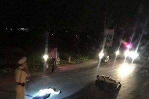 Tài xế xe máy chạy tốc độ cao đâm CSGT bị thương nặng