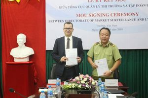 Quản lý thị trường Việt Nam hợp tác Tập đoàn Moet Hennessy – Louis Vuitton chống hàng giả