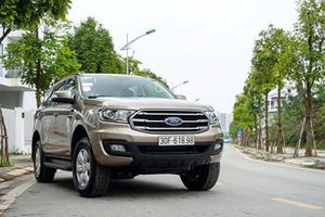 Ford Everest Ambiente giảm giá cả trăm triệu đồng tại Việt Nam
