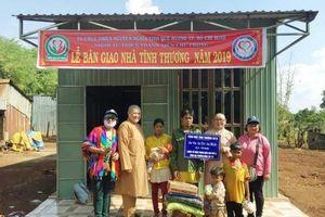 Chư Prông-Gia Lai: Tặng trên 400 phần quà cho đồng bào nghèo